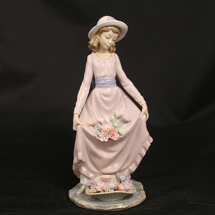 LLADRO  FLOWERS IN THE BASKET #5027